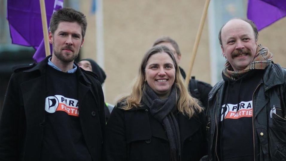 Fra venstre: Styremedlem Øystein Middelthun, partileder i Sverige, Anna Troberg og partileder i Norge, Geir Aaslid.