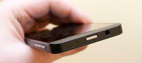 BlackBerry Z10 har fantastisk lyd under musikkavspilling. Hodetelefonutgangen er på toppen av telefonen.