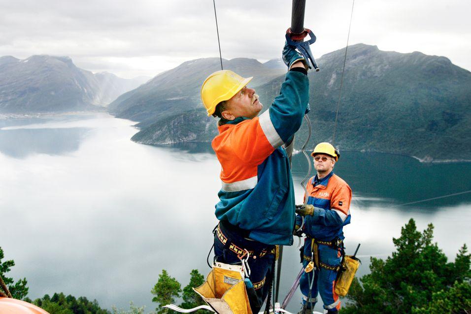 Hjelpearbeidere løser bemanningskrisen