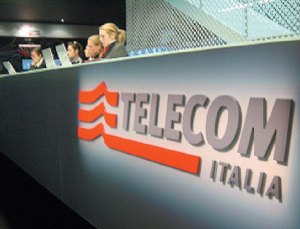 Telefonica kjøper seg opp i Telecom Italia