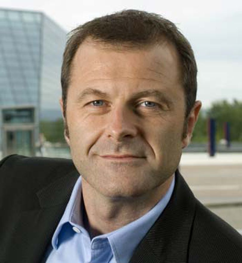 Informasjonssjef Atle Lessum medgir at Telenor selger unna deler av Canal digital, men vil ikke kommentere spekulasjoner knyttet til DTH-virksomheten.