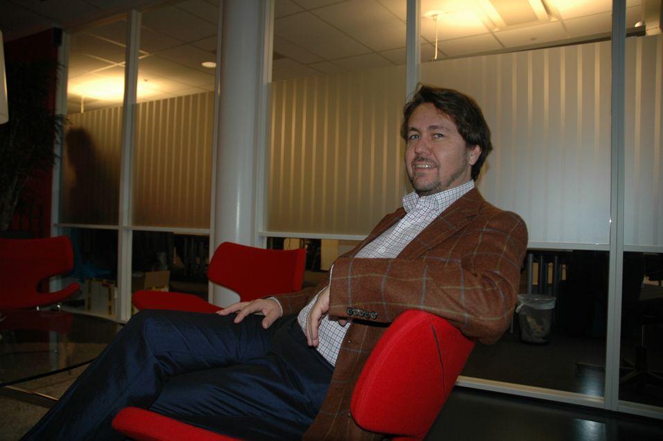 Arild Hustad leverte bedre resultater som Network Norway-sjef enn som Tele2-sjef i 2011. Hustad tok over som Tele2-sjef sent i tredje kvartal.
