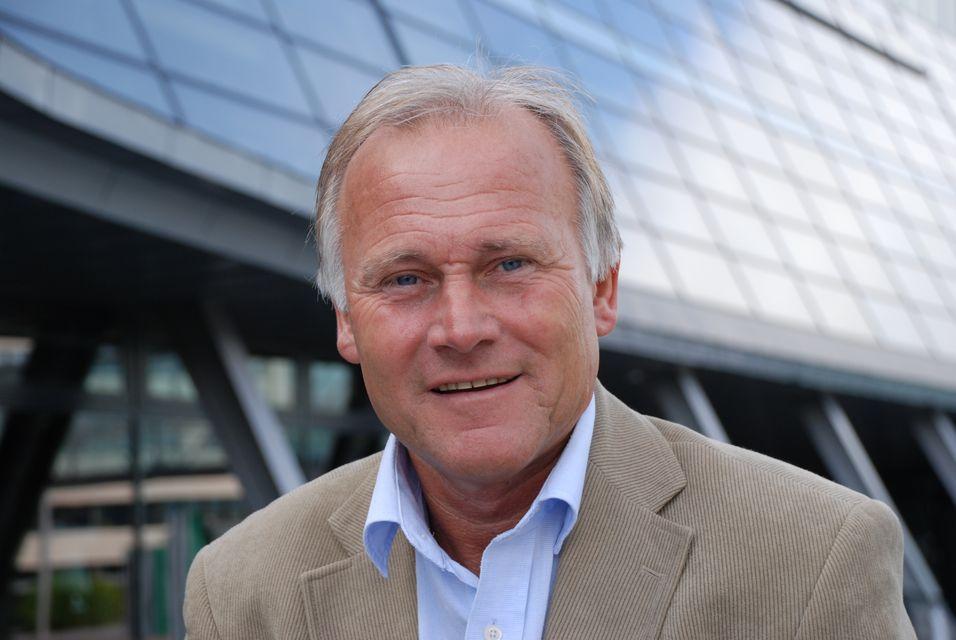 Informasjonssjef Per Aril Meling i Telenor tror det vil ta noen år før vi får svar på hvor mange som vil nøye seg med bare mobilt bredbånd.
