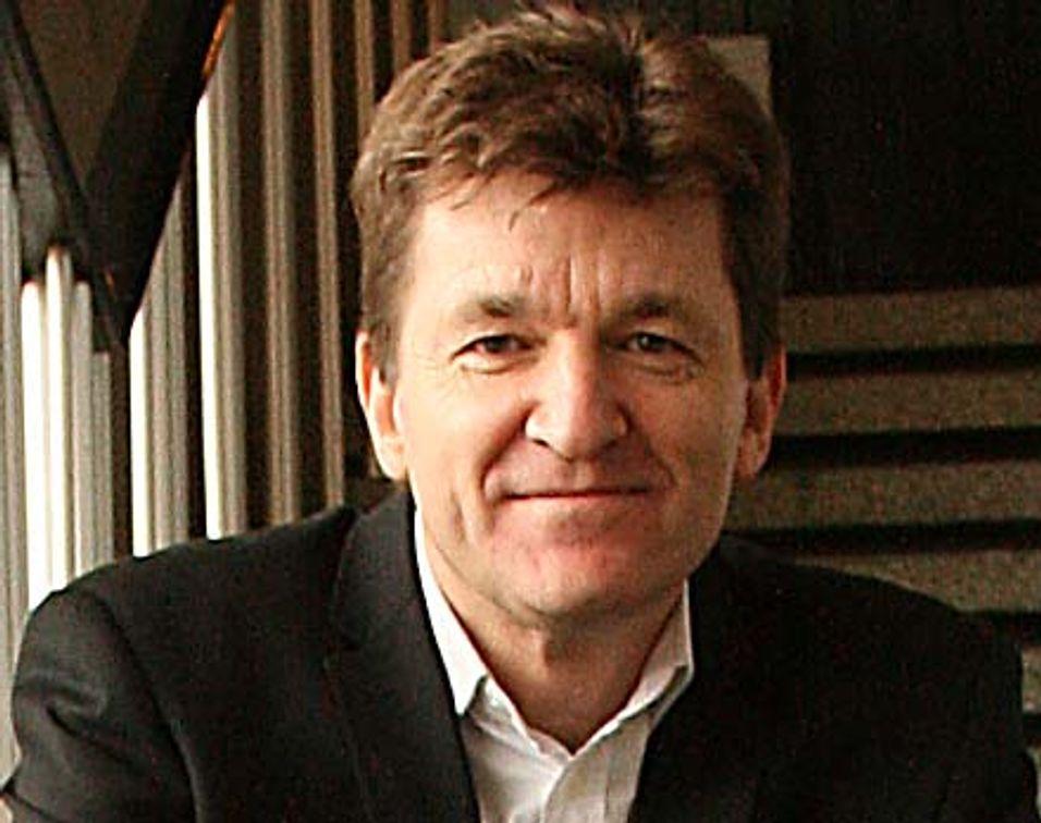 Teknisk direktør Helge Dahl i Alcatel-Lucent er fornøyd når han kan fortelle at selskapet er først ute med å få godkjent LTE basestasjoner for 700 MHz-båndet i USA.
