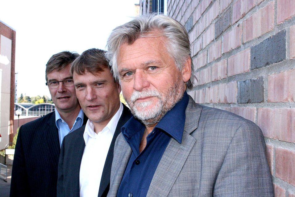 Adm. direktør Ketil Kivedahl, Terje Schults og Arne Henrik Pettersen i TDC er svært fornøyd med å ha bidratt til at alle i Agder-fylkene kan få bredbånd om de ønsker det. (Foto: Håvard Fossen)