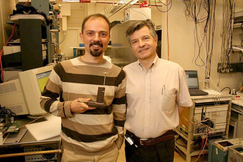 Dragan Samardzija og Reinaldo Venezuela i laboratoriet ved Bell Labs i New Jersey der grunnlaget til teknologien CoMP ble utviklet.