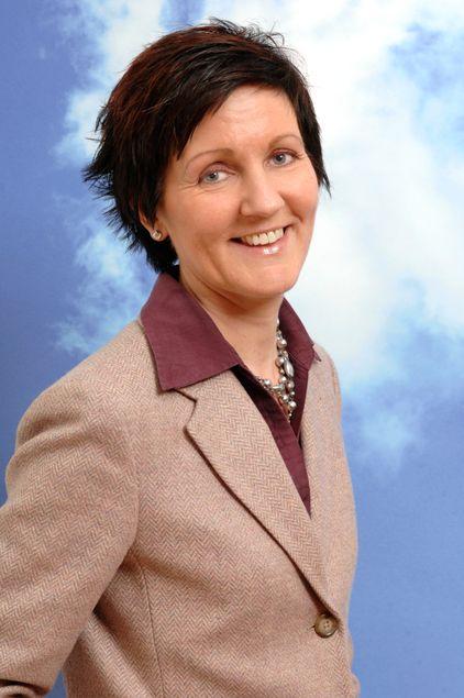 Finansdirektør Astrid Kårstad anslår at Tele2 må doble investeringene for å oppnå full dekning i det tredje mobilnettet.