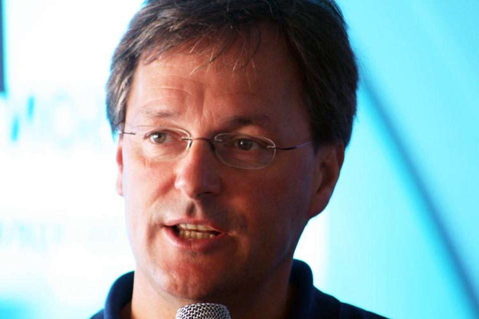 Mikael Bäckström sier Ericsson tror det vil finnes 50 milliarder oppkoblede enheter i 2020.