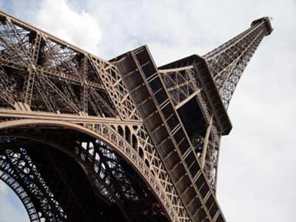 SMS-markedet går samme vei som Eiffeltårnet: Rett til værs.