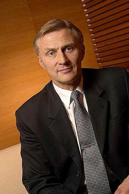 Sjefen for Nokias mobilvirksomhet, Anssi Vanjoki, trekker seg som en følge av toppsjefens avgang.