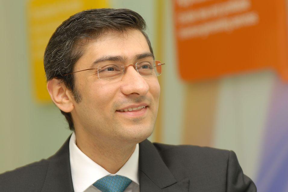 Administrerende direktør Rajeev Suri i Nokia Siemens Networks er skuffet over at oppkjøpet av Motorolas nettverksdivisjon foreløpig har strandet hos kinesiske konkurransemyndigheter.
