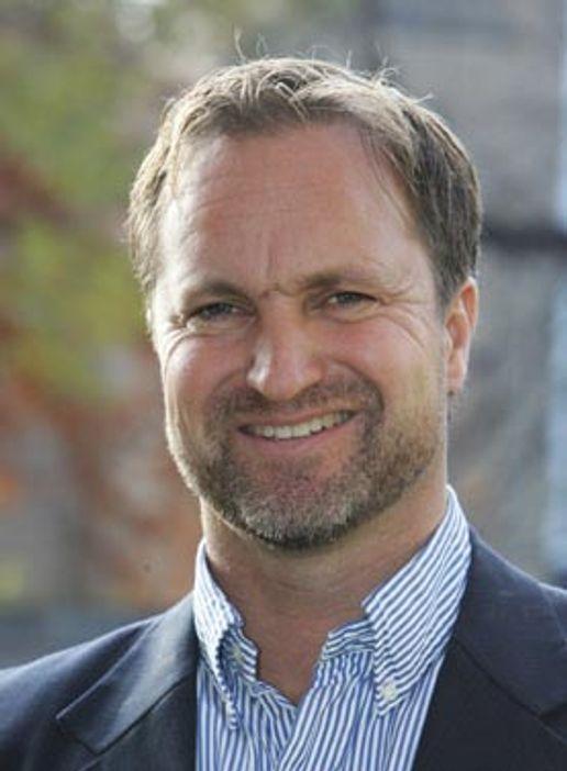 Ludos Ole Norstad sier reduserte termineringsinntekter er årsaken til at selskapet må øke prisene på sitt rimeligste abonnement.