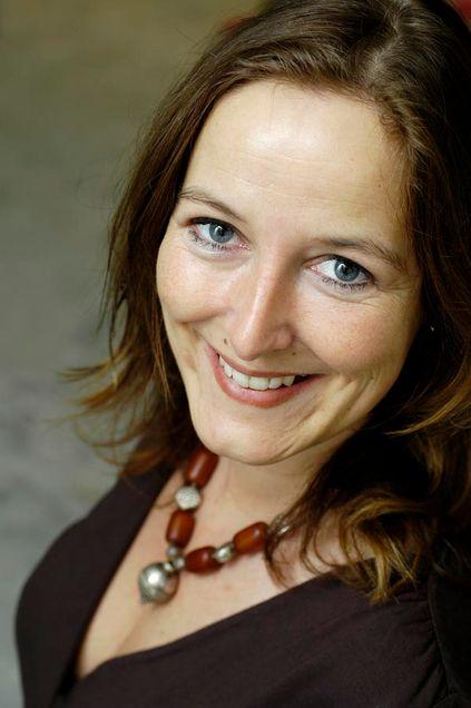 Viken fibernett-sjef Lise Skarpås fortsetter jobben med å integrere selskapet med Østfold fibernett. Samtidig sitter hun i ledergruppen i det fusjonerte selskapet.