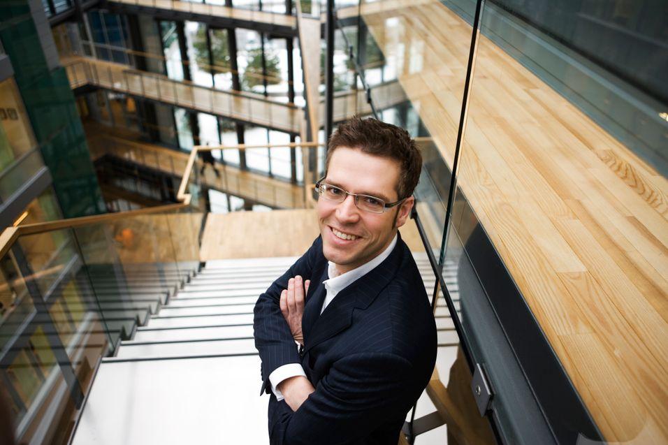 Privatmarkedssjef Svein Henning Kirkeng i Telenor blir ikke skremt av prisene Get presenterer i sitt såkalte superbredbånd. - Det er ingenting ved Gets priser som gjør at vi endrer våre planer for VDSL-prisene, sier han.