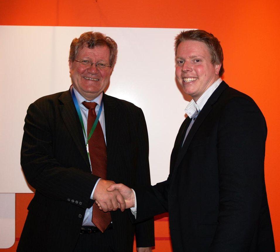 Ericssons Tor Frydenberg og Eivind Helgaker i Ice var begge fornøyde da de møtte pressen under mobilkongressen i Barcelona.