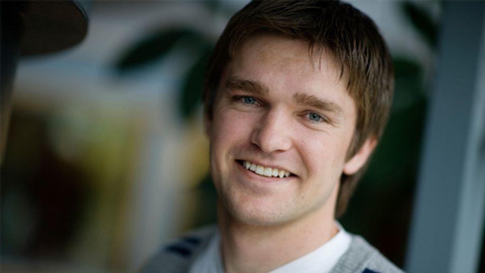 Fagdirektør Petter Ravne Bugten i Forbrukerombudet vil ha klarhet i mobiloperatørenes vilkår for mobil betaling.