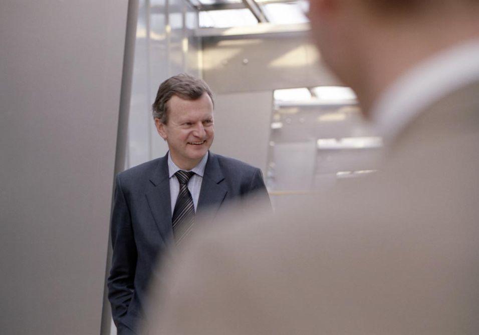 Telenorsjef Jon Fredrik Baksaas vil ikke utelukke at telefonsubsidiene på sikt forsvinner fra flere markeder enn det danske.