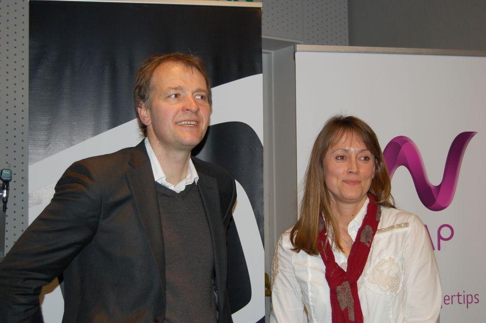 Wimp- og Aspiro-sjef Per Einar Dybvik og markedsdirektør Torill Silkoset i Canal Digital kabel-TV er svært fornøyd med å ha fått i land en avtale som sirker Wimp 700 000 nye kunder.