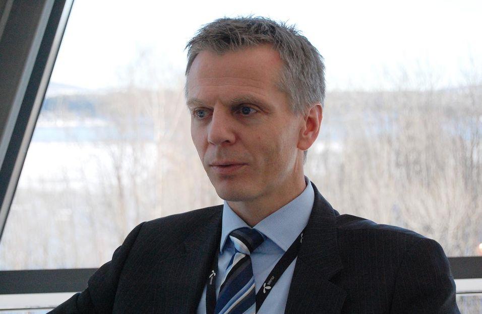 Telenors gamle norges-sjef, Ragnar Kårhus, leder nå kuttarbeidet internasjonalt, med tittelen head of industrial program.