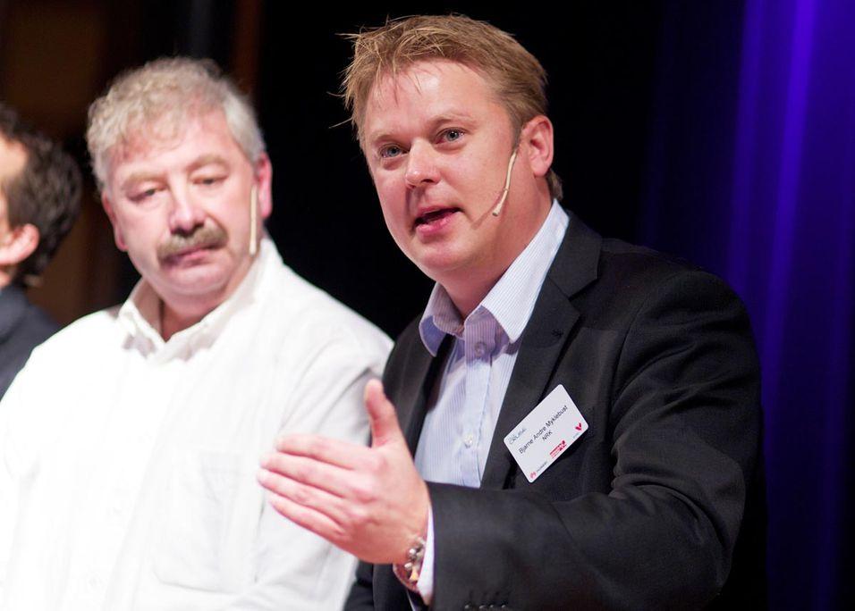 Ventelos Jan Morten Ruud (til venstre) og Bjarne André Myklebust fra NRK må begge konstatere at ski-VM satte et veldig press på nettet.