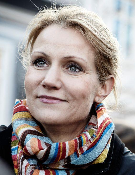 Helle Thorning Schmidt omorganiserer teleregulatoren Post- og telestyrelsen.