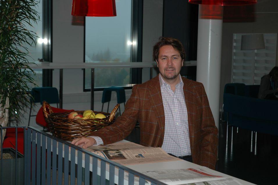 Tele2-sjef Arild Hustad leverer på det viktigste kriteriet, og sørger for at konsernet dobler de norske resultatforventningene for 2012 som helhet.