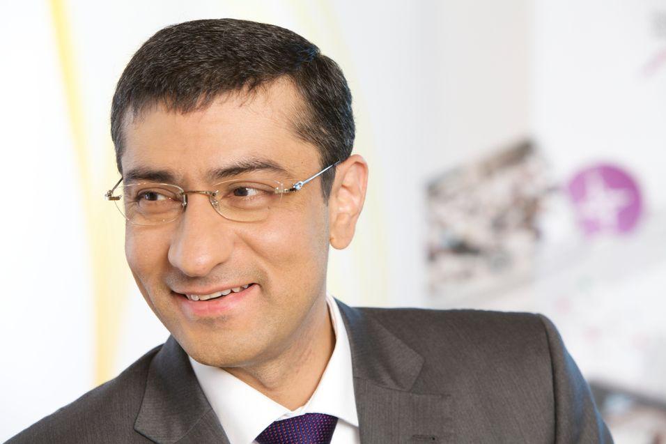 Nokia Siemens-sjef Rajeev Suri har vunnet en rekke radiokontrakter i tredje kvartal. Infonetics research anslår at selskapets markedsandel har gjort et hopp fra 13 til 21 prosent i kvartalet. Dermed er selskapet oppe i ryggen på markedslederen.
