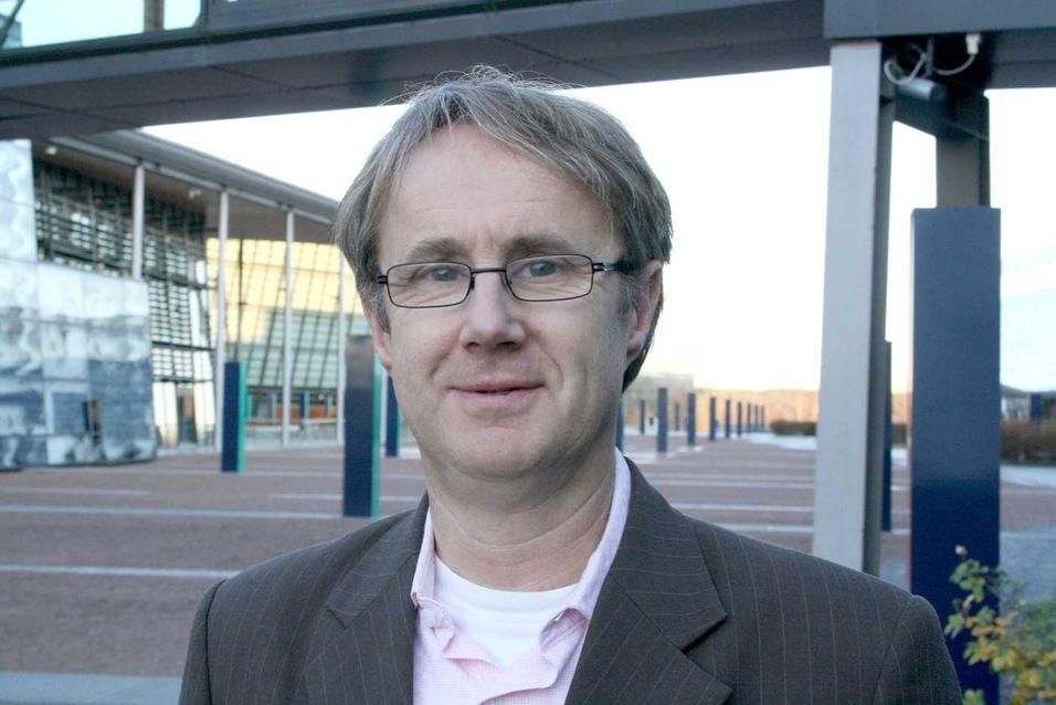 Dekningsdirektør Bjørn Amundsen i Telenor er overrasket over at Galaxy S3 og Iphone 5 kommer dårlig ut i antenne-målingen fra Aalborg Universitet. Han opplever at begge disse modellene har bedre mottak og ikke minst færre brudd i samtalene enn forgjengerne.