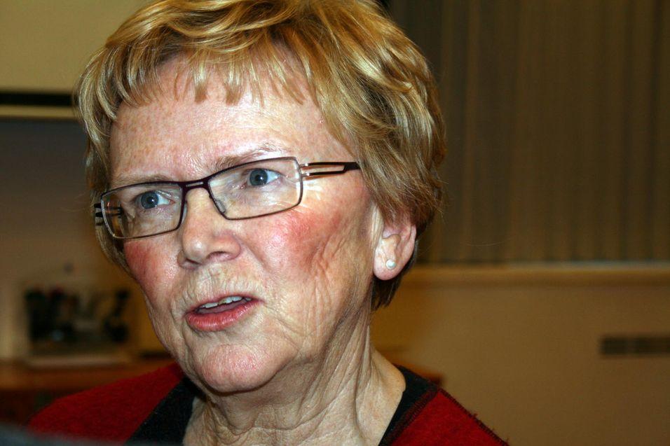 Samferdselsminister Manghild Meltveit Kleppa må innse at kritikerne fikk rett og at Datalagringsdirektivet igjen er utsatt.