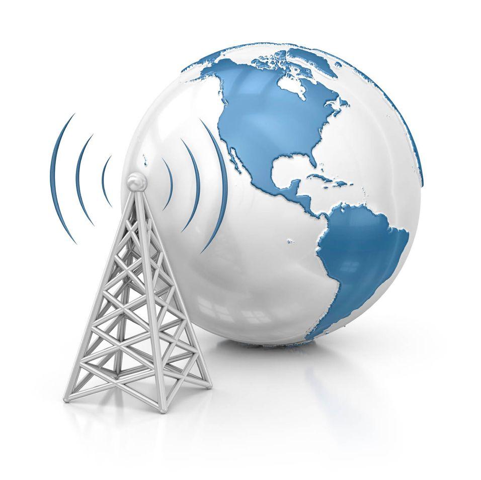 """I løpet av noen år vil vi få stadig mer sømløs overgang mellom faste- og mobilnettene. Men blir det mobiloperatørene eller bredbåndsselskapet som \\\""""eier\\\"""" kunden?"""