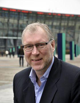 Mobilsjef Stein-Erik Vellan i Telenor lover raskere mobildatanett til solhungrige nordmenn.