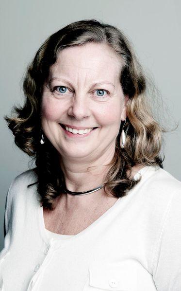 Telenor Norge-sjef Berit Svendsen tjener godt på å ta mer av mobiltelefonsalget gjennom egne kanaler. I tillegg har selskapet strammet inn på forsikringsutbetalinger og feilretting.