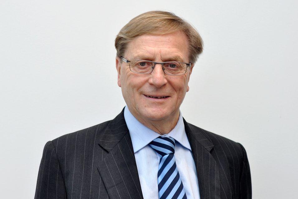 Svein Aaser lover en grundig evaluering av Telenors satsing i India. Ifølge NRK, vil Aaser trekke seg som styreleder i Statkraft nå som han har inntatt den samme posisjonen i Telenor.