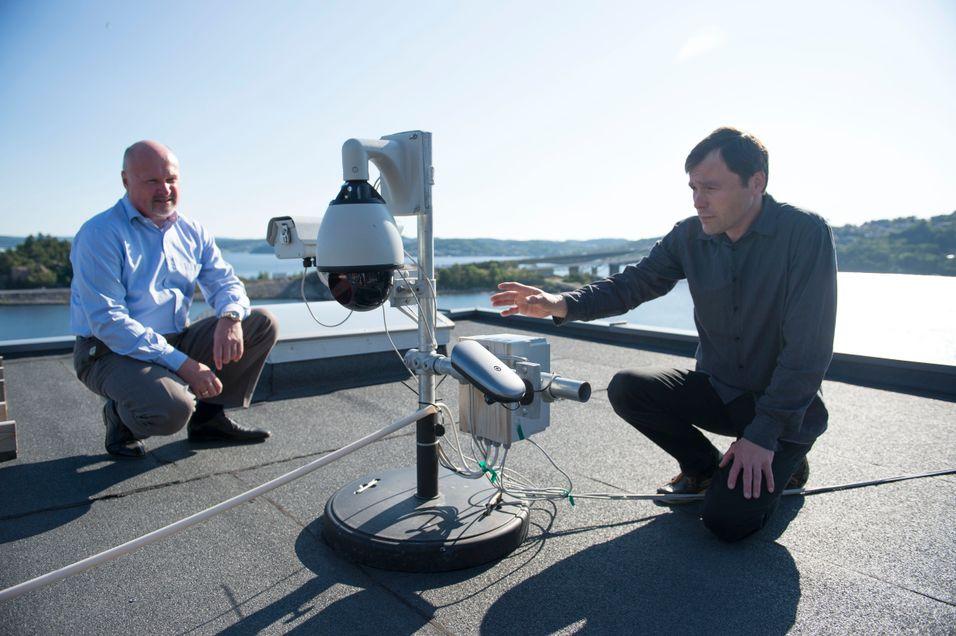Styreformann Carl Fredrik Lehland og gründer Jan Eide har fått EU-støtte for å videreutvikle sin laserbaserte bredbåndsløsning. Foto: Anders Martinsen.
