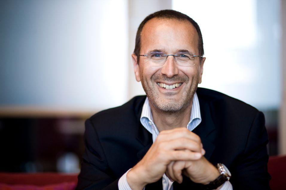 Ericssons Valter D\'Avino mener kringkasterne må tilpasse seg de fundamentale endringene som har oppstått med introduksjonen av klikkfilm og multiplattformstjenester for tv.