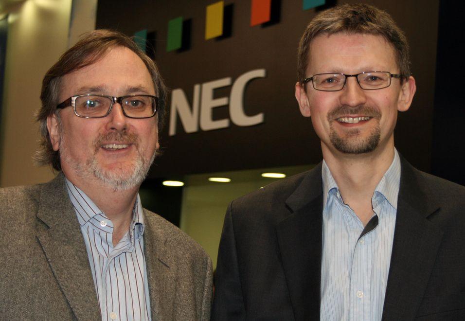 Tom Guldberg og Geir Ove Jenssen fra Network Norway både håper og tror at femtocellene fra Nec kan gi dem et tydelig konkurransefortrinn, til å begynne med på bedriftsmarkedet.