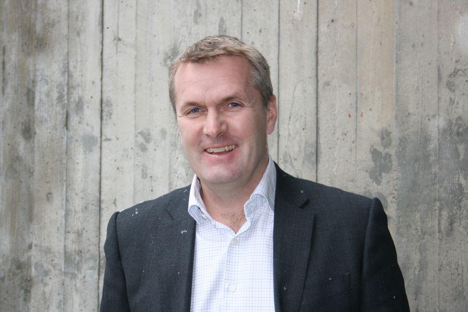 Juridisk direktør Frode Lillebakken i Tele2 Norge mener Telenor misbruker sin dominerende posisjon i markedet til å låse konkurrentene inne i urimelige avtaler.