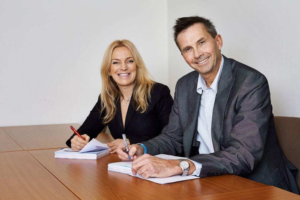 Lyses telesjef Toril Nag og EB-sjef Pål Skjæggetad er fornøyd med å få på plass en fibergigant på Østlandet.