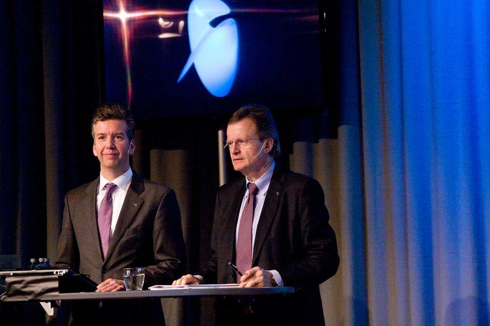 Finansdirektør Richard Olav Aa i Telenor og konsernsjef Jon Fredrik Baksaas kunngjorde at styret går inn for å betale ut rekordstort utbytte til Telenor-aksjonærene i år.
