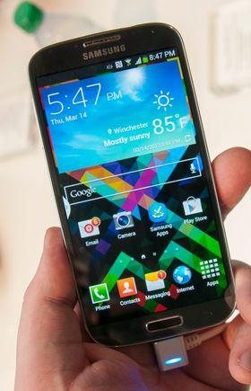 Slik ser den blå utgaven av Galaxy S4 ut.