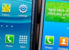 Skjermene til Galaxy S3 og Galaxy S4 ved siden av hverandre. Den nye er til høyre.