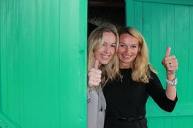 Yvonne Fosser (til høyre) sammen med adm. direktør Anita Krohn Traaseth.