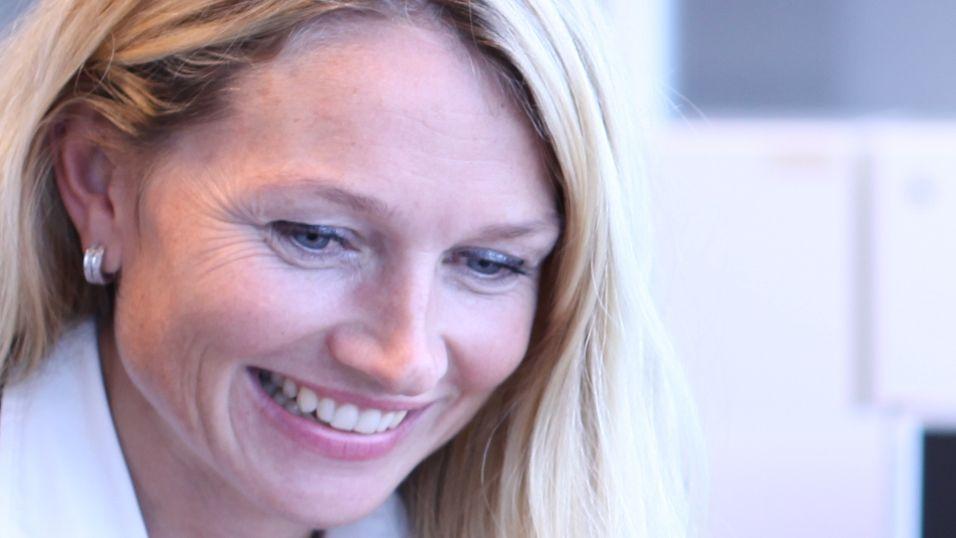 Yvonne Fosser er HR-direktør i HP. Målet er å gjøre stedet til en av Norges beste arbeidsplasser.