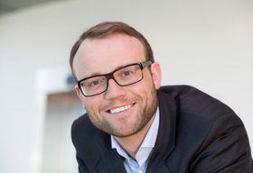 Jannik Krohn Falck merker en positiv holdningsendring i norske bedrifter.
