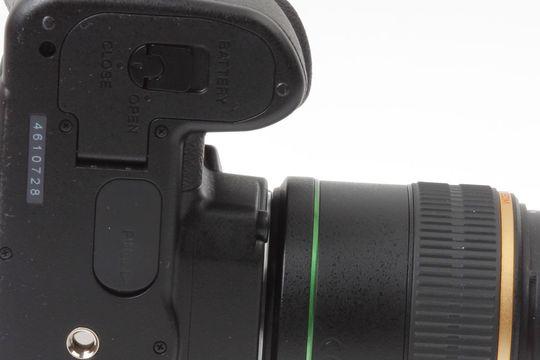Gummiluken på undersiden er kameraets akilleshæl hva angår værtettingen.