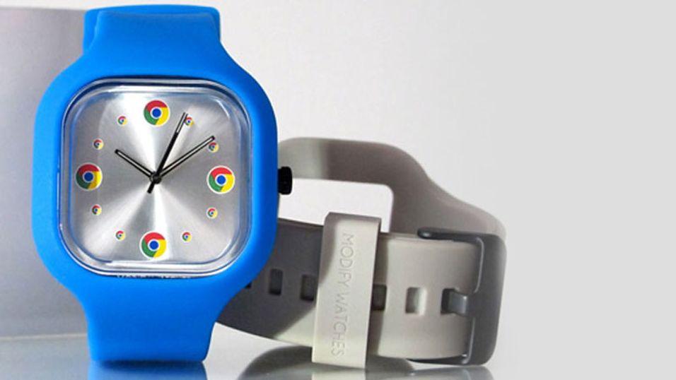 Google jobber etter sigende med en smartklokke. Klokken på bildet er bare en reklameklokke som selges via Googles nettbutikk googlestore.com.