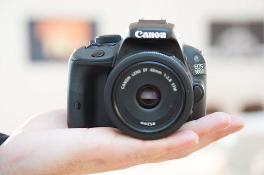 Canon EOS 100D er ikke store tassen.