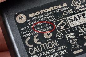 ...en strømforsyning på 1600 mA (1,6A).