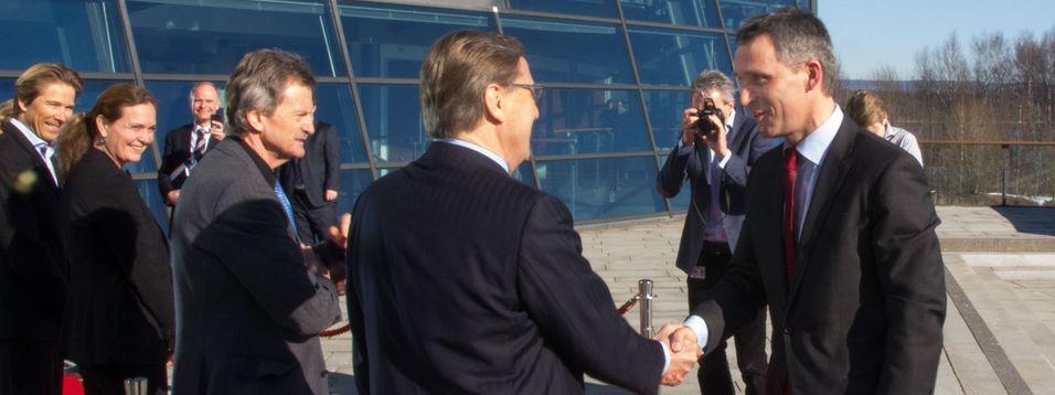 Statsminister Jens Stoltenberg møtte Telenors ledelse på Fornebu torsdag.