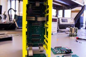 For å finne ut hvor skruehullene bør være, testes alt ut i et 3D-printet rammeverk.